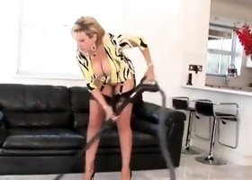 Unfaithful english mature gill ellis flashes her enormous kn
