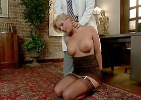 Blonde whore gets double penetrated and toyed