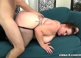 Bunny De La Cruz in Thick And Sexy Plumper Bunny Takes A Dick - JeffsModels