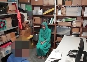 Shoplyfter Hot Muslim Teen Caught & Harassed