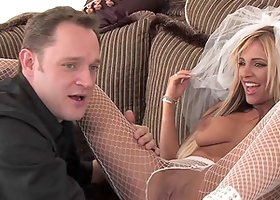 Naughty hot ass sluttie Carmel Moore plays with huge dick in hot blowjob scene