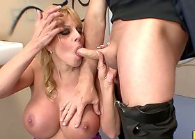 Blonde Harmony Bliss Uses Her Cans Very Well