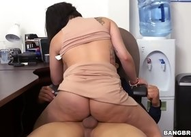 Horny boss bangs super phat Iranian MILF Kitty Caprice in his office