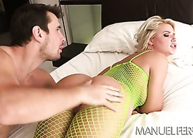 Extremely hot babe Anikka Albrite in foreplay with Manuel Ferrara