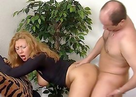 Striking Cougar With Hot Ass Moaning While Her Pussy Is Licked