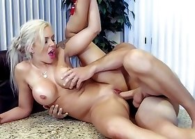 Godlike oral performance by a sex-craving blonde secretary