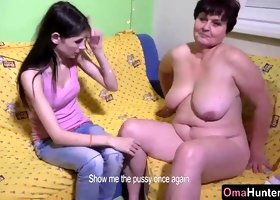 Granny chubby tested by young skinny teen with a dildo